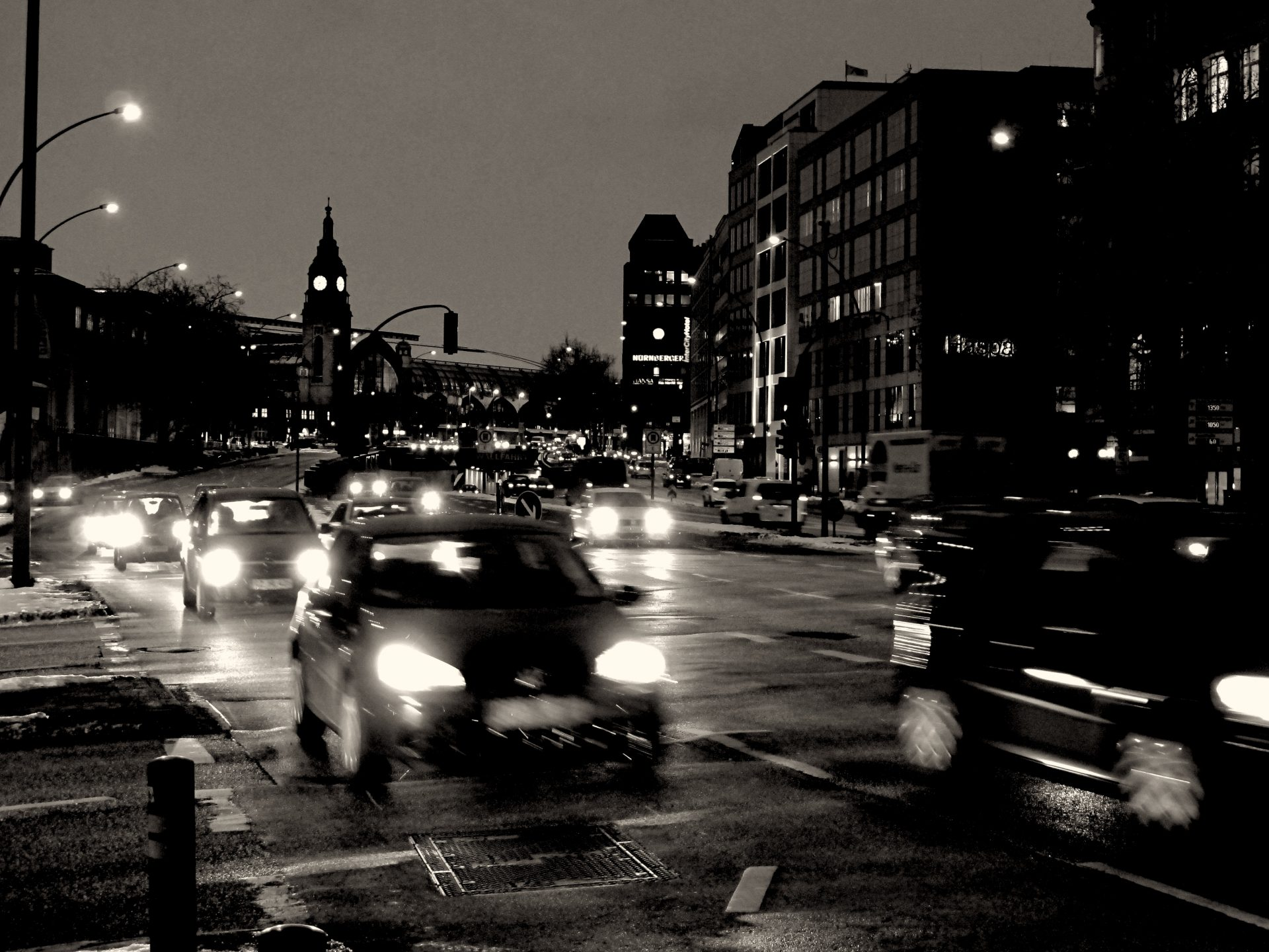 CITY LIGHTS   HAMBURG   GLOCKENGIEßERWALL